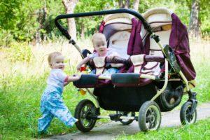 L usage de la Poussette double est très conseillé, surtout pour les  grossesses rapprochées. 9f47c8be0a5b